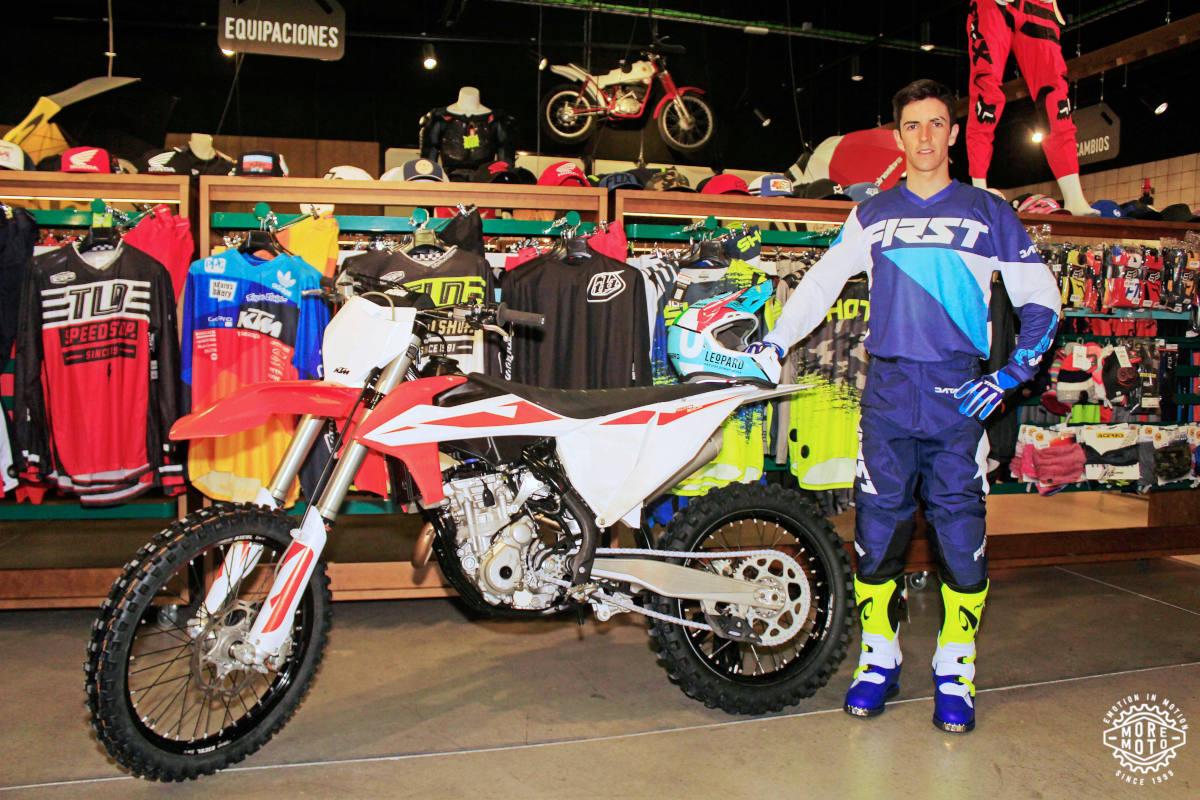 Iker Larrañaga con su KTM en Moremoto