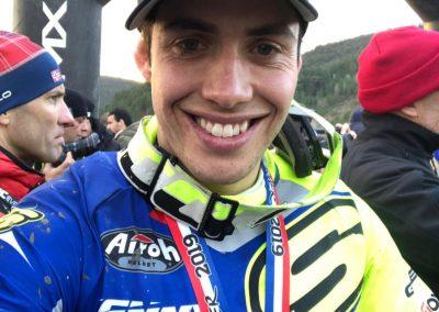 Mario Román sonríe en la meta de Alestrem