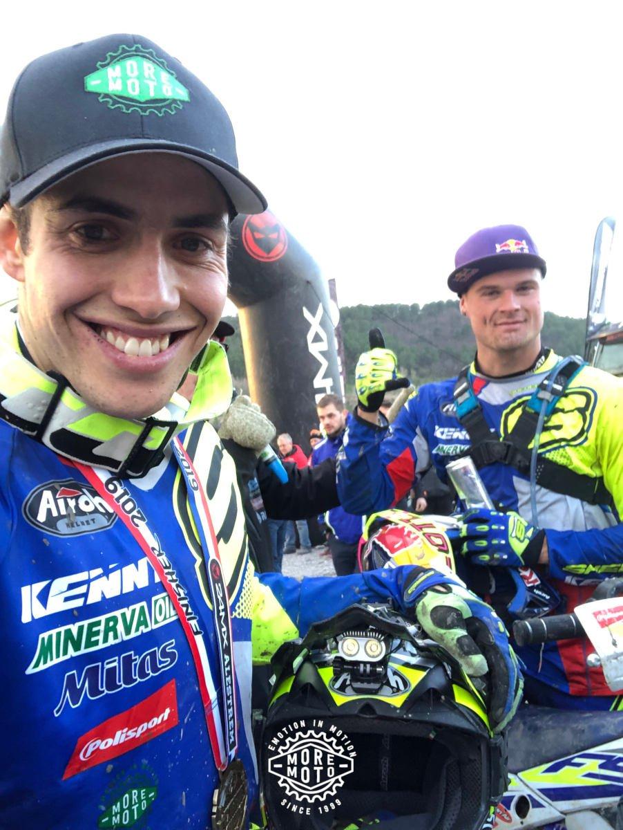 Mario Román con su compañero de equipo