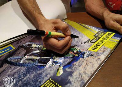 La firma de Mario Román