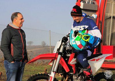 Iker Larrañaga y David Estéban conversan durante un entrenamiento