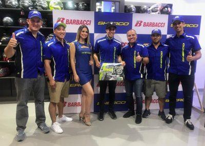 Mario Román posa con el Team Barbacci-Sherco en Perú