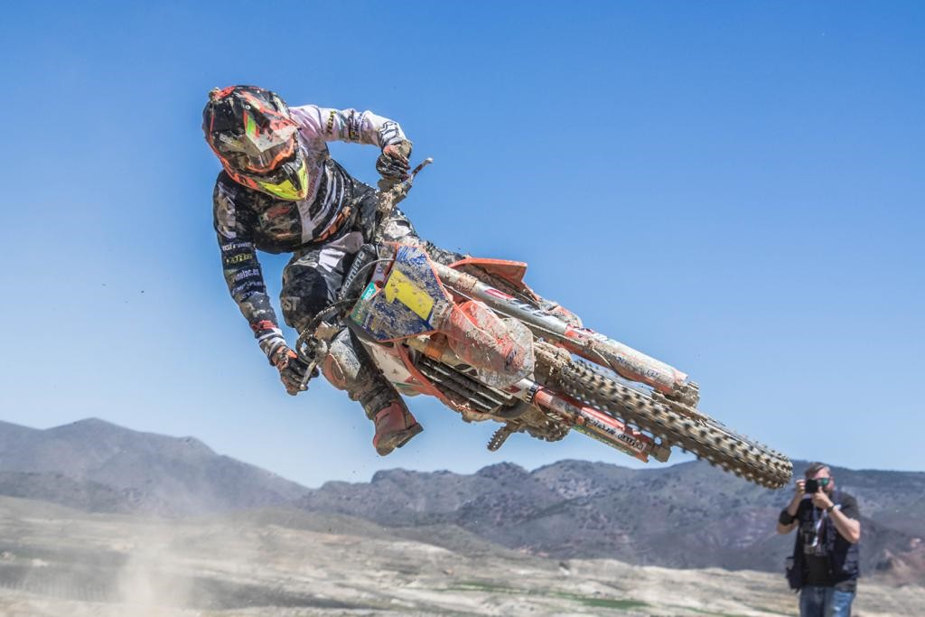 Iker Larrañaga en un espectacular salto